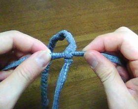 編み終わりを縛る