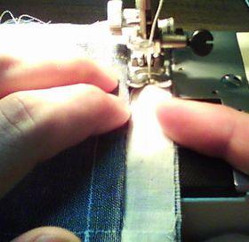 ミシンで縫ってるとこ