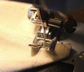 ミシンでまちを縫う