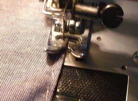 ミシンで縁を縫う
