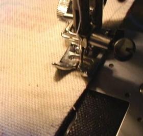 ミシンで脇を縫う