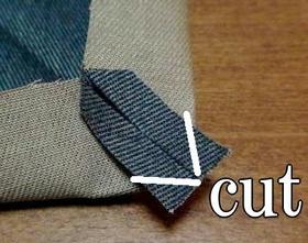 はみ出た縫い代をカット