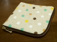 curved zipper pouch (dot)